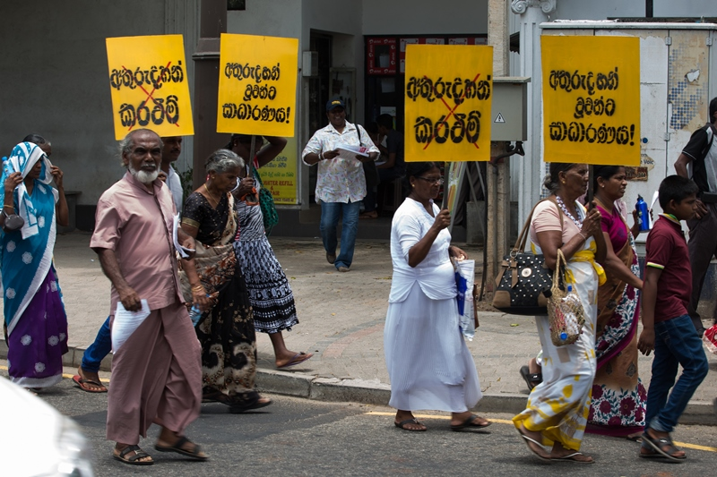 Mothers demonstrate in Colombo, Aug 2016 ©s.deshapriya